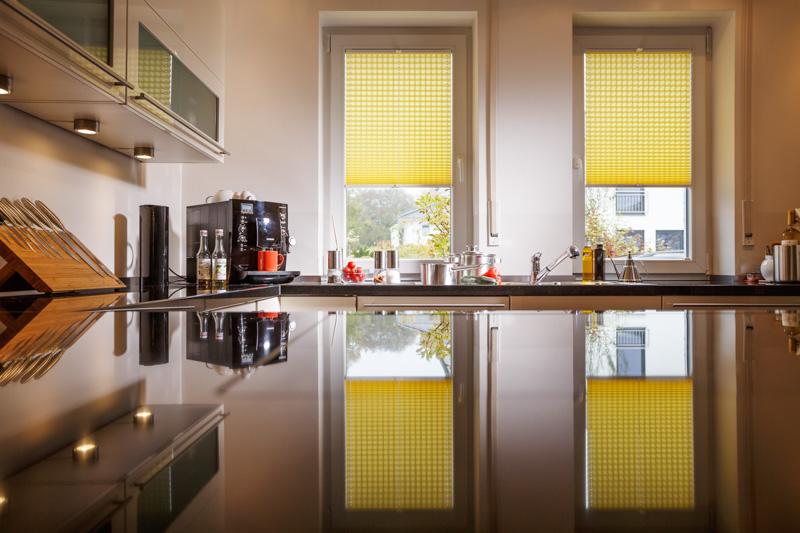 Blöcker Cosiflor Plissee gelb Küche