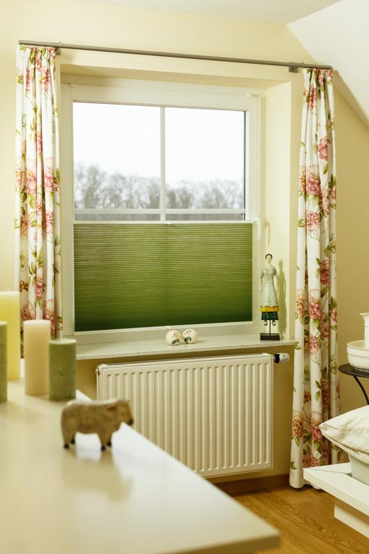 Blöcker Cosiflor Wabenplissee grün Schlafzimmer