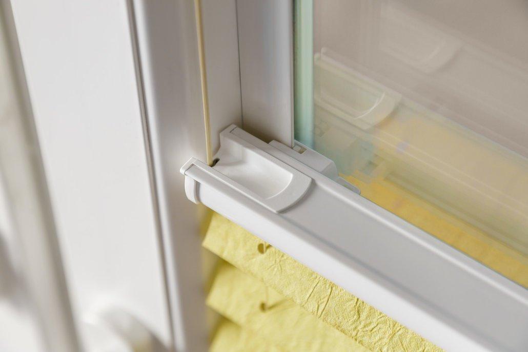 cosiflor plissees kleben statt bohren bl cker sonnenschutzsysteme. Black Bedroom Furniture Sets. Home Design Ideas